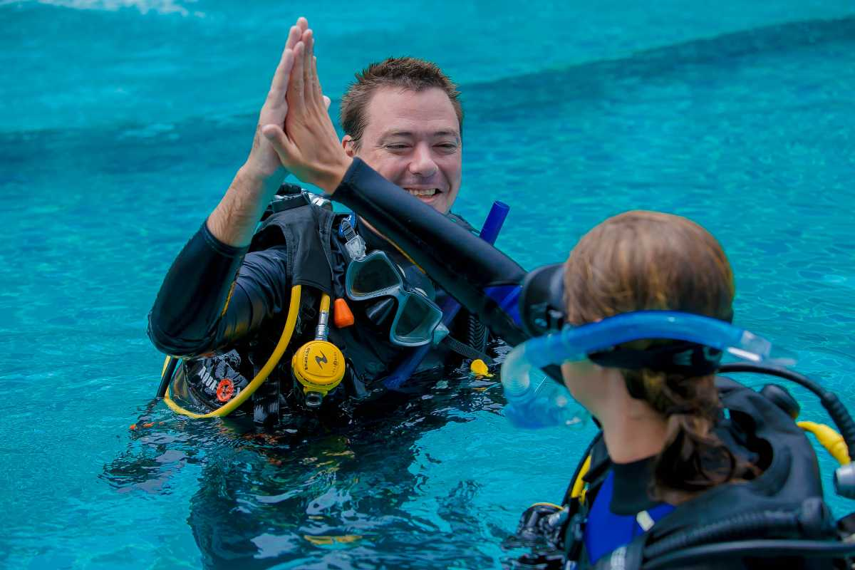 Padi idc koh tao diving instructor courses in thailand - Dive instructor jobs ...