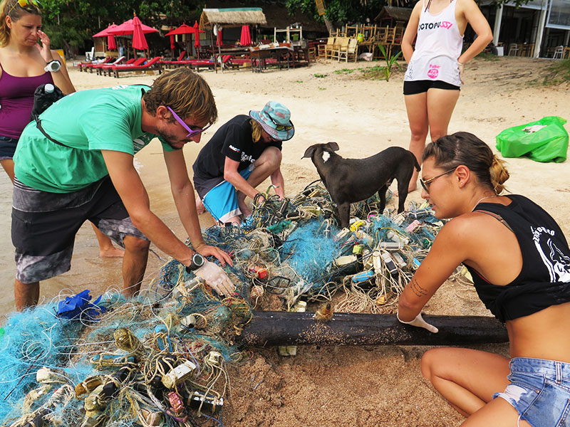 Eco Day IDC And Divemaster Candidates Beach Clean Up